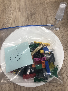 LEGO® と消毒液