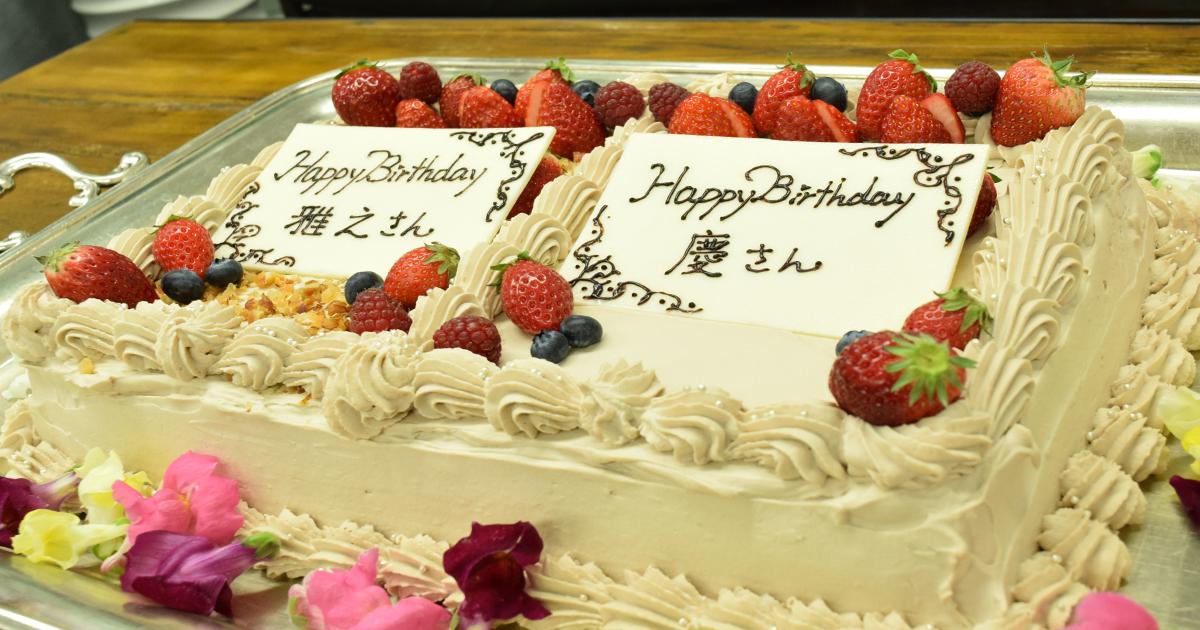林・田村の誕生日を祝うケーキ